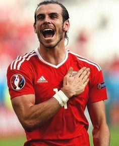 Gareth Bale Wales chest Euro 2016