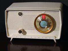 Radio Record Player, Record Players, Le Radio, Radio Design, Retro Radios, Antique Radio, Vintage Records, Googie, Darwin