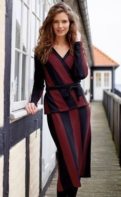 Fashionable striped skirt and blouse Winter Fashion, Wrap Dress, Sewing, Knitting, Skirts, Fabric, Inspiration, Dresses, Stripes