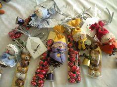 decorazione natalizia - bambolina pigna con cioccolatini