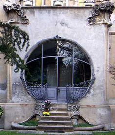 Art Nouveau doorway in Italy: why do they build such a beautiful thing not today? - Jugendstil-Eingang in Italien: warum baut heute keiner mehr so schön? | JV