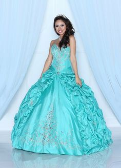 Fabulous full skirted ball gown design from Q by Davinci.