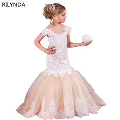 http://babyclothes.fashiongarments.biz/  Summer Girls Snow White Princess Dresses Kids Girls Halloween Party Christmas Cosplay Dresses Costume Children Girl Clothing, http://babyclothes.fashiongarments.biz/products/summer-girls-snow-white-princess-dresses-kids-girls-halloween-party-christmas-cosplay-dresses-costume-children-girl-clothing/,    If you need other styles of dress, please click here.    The product display as follows:    Please note:    1. The choice of color is the color of the…
