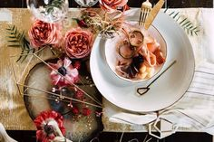 5 Tips For Creating A Beautiful Holiday Tablescape This Year | Glitter Guide