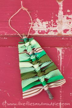 Use sticks and scraps of green ribbon to make this rustic Scrap Ribbon Tree Ornament. It's the perfect homemade Christmas ornament for kids! ornaments homemade rustic ribbons How to Make a Scrap Ribbon Christmas Tree Ornament Christmas Crafts For Kids To Make, Homemade Christmas Decorations, Christmas Tree Crafts, Simple Christmas, Handmade Christmas, Kids Christmas, Christmas Treats, Christmas Foods, Modern Christmas