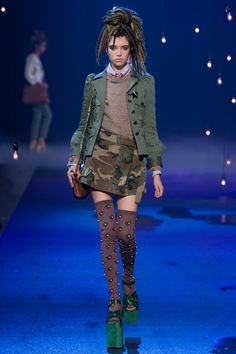 See the complete Marc Jacobs Spring 2017 Ready-to-Wear collection.