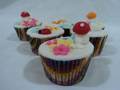 Cupcake de jardim,  Massa:baunilha, chocolate, cenoura, brownie,laranja Recheio: Nutella, damasco,doce de leite, goiabada, gotas de chocolate, brigadeiro