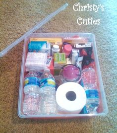 Christy's Cuties: Car Emergency Kit (With printable list) -I have always kept an emergency car kit with me, with blankets included Organisation Hacks, Organizing Hacks, Mom Organization, Emergency Supplies, Emergency Preparedness, Emergency Kit For Kids, Car Survival Kits, Car Supplies, Urban Survival