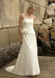 Augusta Jones's Brazil gown with square neckline. #RandyToTheRescue #BrideDay #Weddings