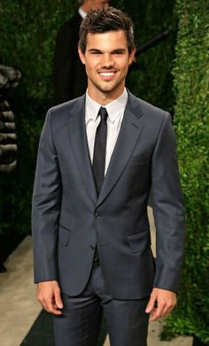 Taylor Lautner. Sure this guy looks good in a suit. But wouldn't he look better in a suit from Klein Epstein & Parker?  #madetomeasure #style #men
