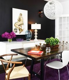A black-walled room never looked so bright! Love the rich colors, natural elements, and modern pieces. Decoration Inspiration, Dining Room Inspiration, Interior Inspiration, Black Accent Walls, Black Walls, Charcoal Walls, Sweet Home, Dining Room Buffet, Dining Area