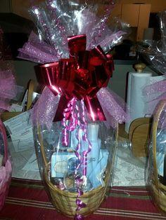 Valentines Day Baskets www.marykay.com/shermainejr Valentines Day Baskets, Holiday Gift Baskets, Holiday Gifts, Wrapping Ideas, Gift Wrapping, Mary Kay, Bouquet, Presents, Decoration