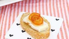 Brie with quick Vanilla Kumquat Marmalade crostini Baked Camembert Bread, Kumquat Recipes, Marmalade Recipe, Pull Apart Bread, Holiday Appetizers, Dessert Recipes, Desserts, Brie, Cheesecake