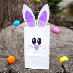 Just in time for Easter, learn how to make the easiest paper bag bunny craft, perfect for holding candy, Easter treats, or for gathering eggs at school or community Easter egg hunts.