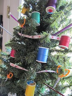 An adorable sewing themed Christmas tree.  If I ever have a sewing room, I'm doing this!