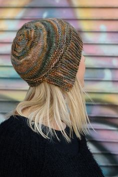 With its asymmetrical brim and short row detail, Quoin is a hat that can be worn in different ways. The brim is worked flat and the body worked in the round, from the brim to the crown, with only 2 short rows to add detail and shape. Knit In The Round, How To Purl Knit, Cloche Hat, Knitting Accessories, Fashion Accessories, Bandeau, Yarn Needle, Knitting Projects, Knitted Hats