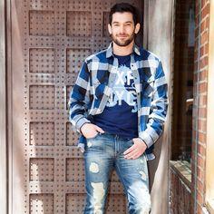 Look casual Express. Camisa de cuadros, jeans rotos. #jeans #menswear #Moda #hombre