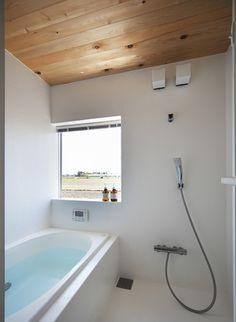トイレ/バス事例:シンプルな浴室(草津のコートハウス)
