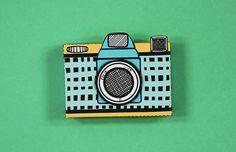 Kamera Geschenkschachtel zum ausdrucken! Jetzt auf dem Wummel-Blog herunterladen! https://www.wummelkiste.de/blog/basteltipp-kamera-geschenkbox/