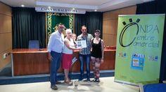 El triángulo » Onda Centre Comercial entrega su premio de verano a Francesc Godall en la Caja Rural http://www.eltriangulo.es/contenidos/?p=64225