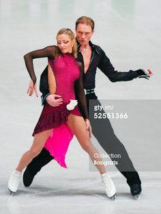 Tatiana NAVKA und Roman KOSTOMAROV / RUS 23.03.04. (Photo by Christof Koepsel/Bongarts/Getty Images)