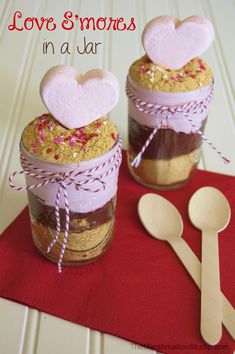 {RECIPE} LOVE S'MORES in a jar! Recipes With Marshmallows, Marshmallow Recipes, Valentines Day Cakes, Valentine Ideas, Delicious Desserts, Dessert Recipes, Cake In A Jar, Heart Shaped Cookies, Ice Cream Treats