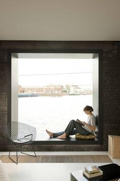 700_graux-baeyens-windowseat.png