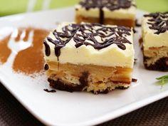 Extra krémový zákusek s jahodovým pyré Tiramisu, Sweet Tooth, Cheesecake, Cherry, Food And Drink, Pudding, Pie, Sweets, Baking