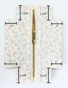 A fun little pouch to store sewing notions and other small accessories - DIY Pouch Tutorial Diy Bags Patterns, Sewing Patterns, Purse Patterns, Sewing Projects For Beginners, Sewing Tutorials, Bag Tutorials, Diy Pouch Tutorial, Fabric Bags, Fabric Basket