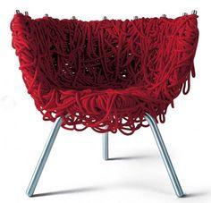 Mobiliário Contemporâneo Nacional Móvel: Cadeira Vermelha Designer(s): Irmãos Campana Ano: 1993 Características: design-arte; humor ou ironia; mistura de materiais diferentes e inusitados.