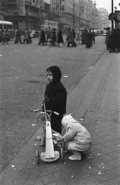 #Madrid 1950s   Photos: Francesc Catala Roca crazyMADRID.com @TheCrazyCities.com.com