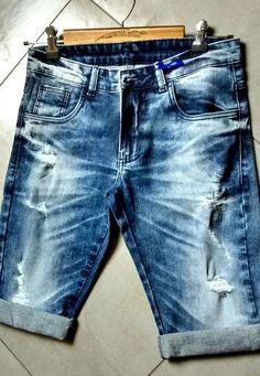Peça desenvolvida por Canaã Customização. #jeanspassarela #lavanderia #bermudajeans #lavagem #modajeans #universocanaa #canaacustomizacao #jeans #customizacao #calcajeans @canaacustomizacao