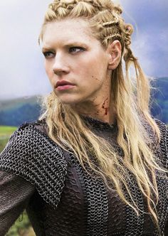 Love the artistry to the chain. Lagertha, Katheryn Winnick, Vikings