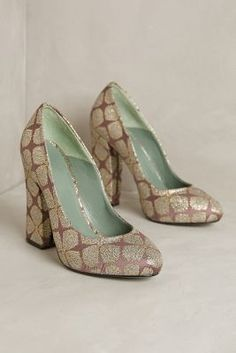 These gold, silk brocade leaf pumps are STUNNING!