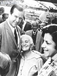 Decada 60. Durante la contienda electoral de 1963, el candidato de COPEI, Doctor Rafael Caldera, recibe demostraciones de afecto de sus seguidores. Fundación Diego Cisneros. (ARCHIVO EL NACIONAL)