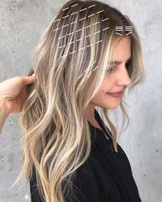 When the light POPS because of the dark 😍   This diagram shows the exact number of foils I did on her hair. Hair Cutting Techniques, Hair Color Techniques, Hair Color Placement, Work Hairstyles, Korean Hairstyles, Baddie Hairstyles, Elegant Hairstyles, Curled Hairstyles, Aveda Hair Color