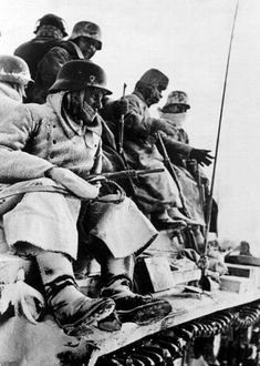 En diciembre de 1941, la temperatura bajó a -30 grados Fahrenheit (-35 C), una temperatura muy baja incluso para Rusia. El ejército alemán no estaba preparado, y 130 mil soldados murieron congelados. -