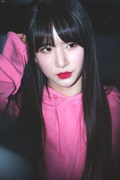 설아 Kpop Girl Groups, Kpop Girls, Kim Hyun, Fandom, Space Girl, Cosmic Girls, Korean Actresses, Starship Entertainment, Beautiful Asian Girls