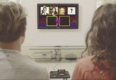 Grandes notícias exigem grandes momentos. Por isso, em vez de contar a seus fãs sobre a gravidez de sua esposa por meio de um comunicado oficial ou um tweet, o guitarrista e vocalista da banda McFly, Tom Fletcher, decidiu usar a criatividade. Em um vídeo incrível, ele aparece subindo no sótão da casa para resgatar um antigo e empoeirado Mega Drive, videogame que ficou famoso no fim da década de 80. Ao conectá-lo na TV, a notícia é logo contada de uma maneira sutil e divertida: Fletcher e a…