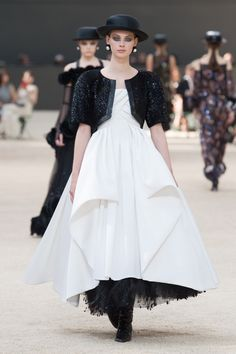 #Chanel  #fashion  #Koshchenets     Chanel | Haute Couture - Autumn 2017 | Look 62