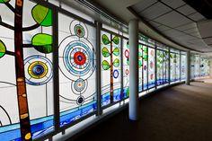 Forêt de chapelle de l'Espoir, Chicago, Il Ann et hôpital Robert Lurie pour enfants de Chicago Une vue magnifique de la plus de 75 pi de l'art du verre des fenêtres, 9 mètres de haut.