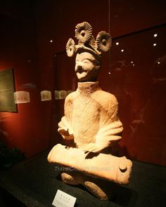 Ancient Chinese Sculpture Gallery  flower-like hair braids - compare to the similar flower decorations throughout South American/Mexican ancient Mayan figurative art in earrings and gold
