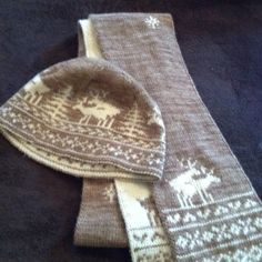 Double-knit Fornicating Deer hat and scarf Madelinetosh Merino Light Double Knitting, Knitting Projects, Knits, Deer, Burlap, Crafts For Kids, Reusable Tote Bags, Hat, Scarves