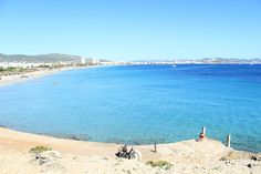 Una de las playas mas grandes y famosas de    IBIZA , playa de en bossa http://ibiza-travel.net/playa-de-en-bossa/