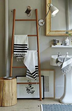 reutilizar escaleras antiguas para decorar ladder storage towel storage ladder towel racks diy