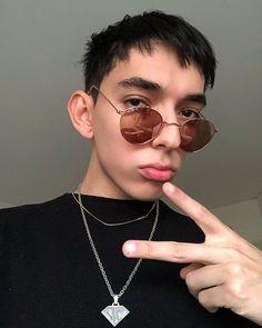 Round Sunglasses, Mens Sunglasses, Instagram, Grande, Fandom, Neon, Fashion, Famous Youtubers, Faces