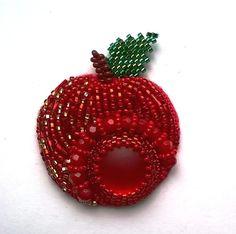 брошь в виде яблока