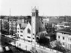 Amerikanischen Kirche, Motzstraße 6, und des Ufa-Kino, Nollendorfplatz 4, um 1920.