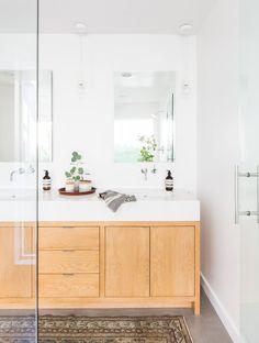 Minimalist Mid-Century bathroom with wood vanity Design by Amber Interiors Minimalist Bathroom, Modern Bathroom, Small Bathroom, Bathroom Ideas, White Bathroom, Minimalist Apartment, Wood Bathroom, Bathroom Designs, Bathroom Furniture