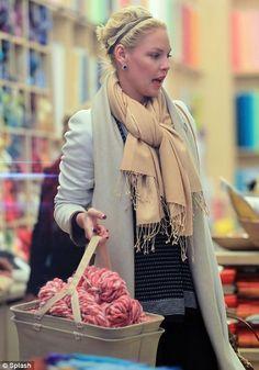 Katherine Heigl with some bulky yarn!